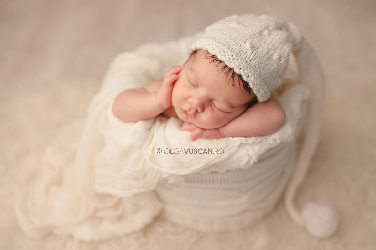 Olga Vuscan New Born Photographer for Workshops by Camen Bergmann Studio small baby sleeping in white wrap