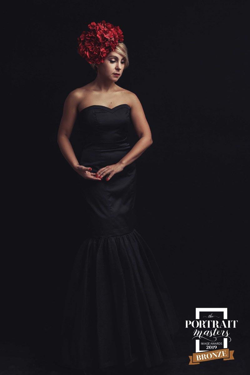 Lady-in-black-dress-portrait-by-Alina-Botica-for-photography-workshop-in-Carmen-Bergmann-Studio-Munich