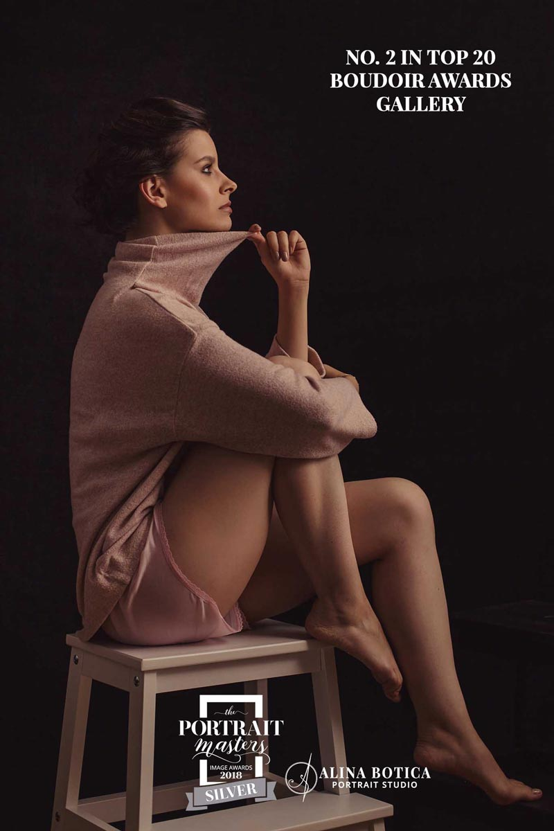 Lady-on-high-chair-portrait-by-Alina-Botica-for-photography-workshop-in-Carmen-Bergmann-Studio-Munich