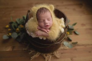 Newborn-sleeps-during-a-newborn-workshop-by-Nicoleta-Raftu