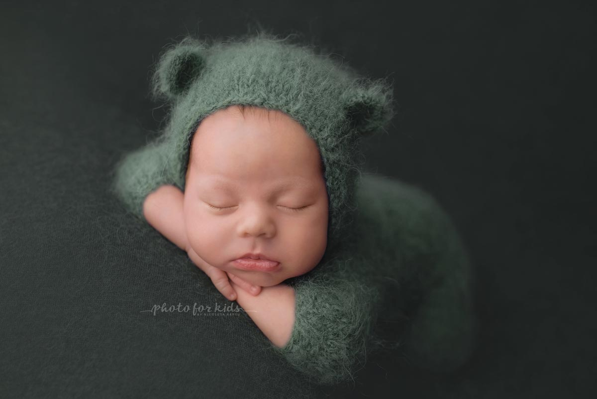 Picture-by-Nicoleta-Raftu-for-a-newborn-workshop-in-Munich-in-Carmen-Bergmann-Studio