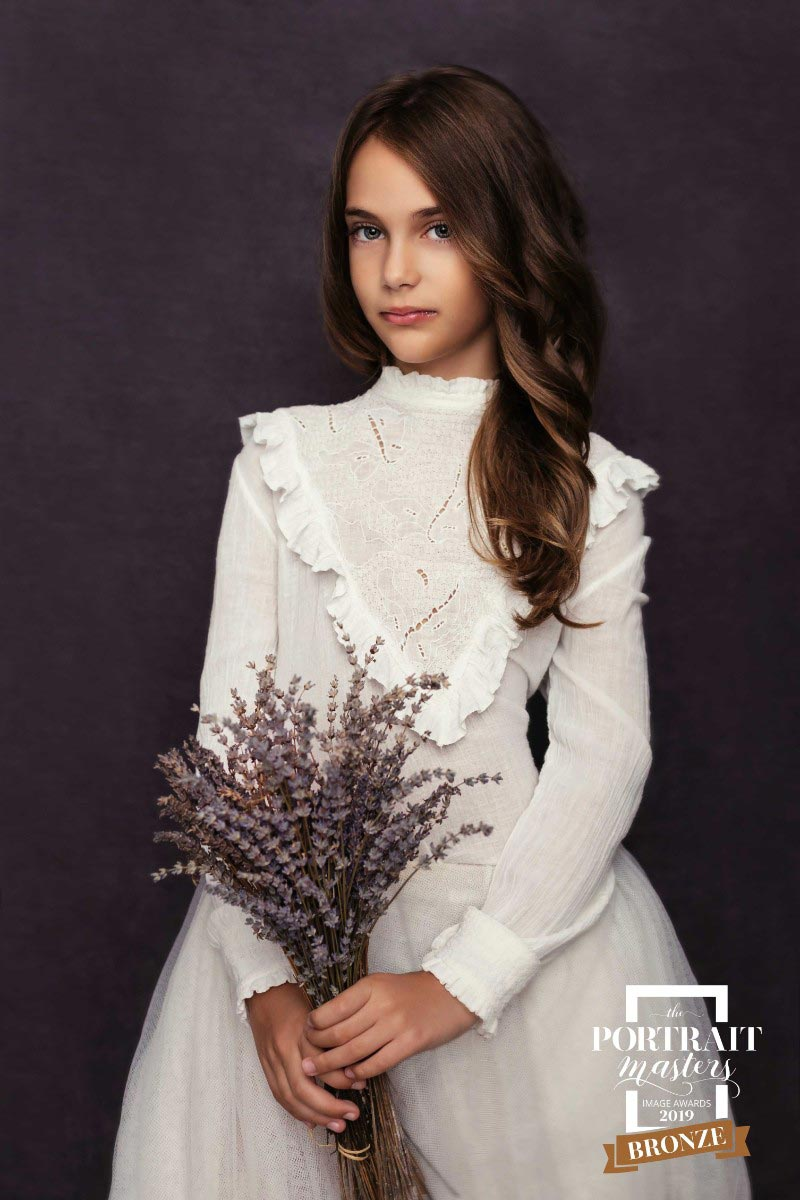 Portrait-of-lady-in-white-dress-by-Alina-Botica-for-photography-workshop-in-Carmen-Bergmann-Studio-Munich